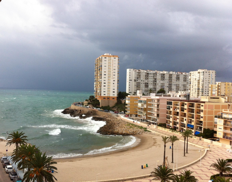 Faro de Cullera antes del temporal