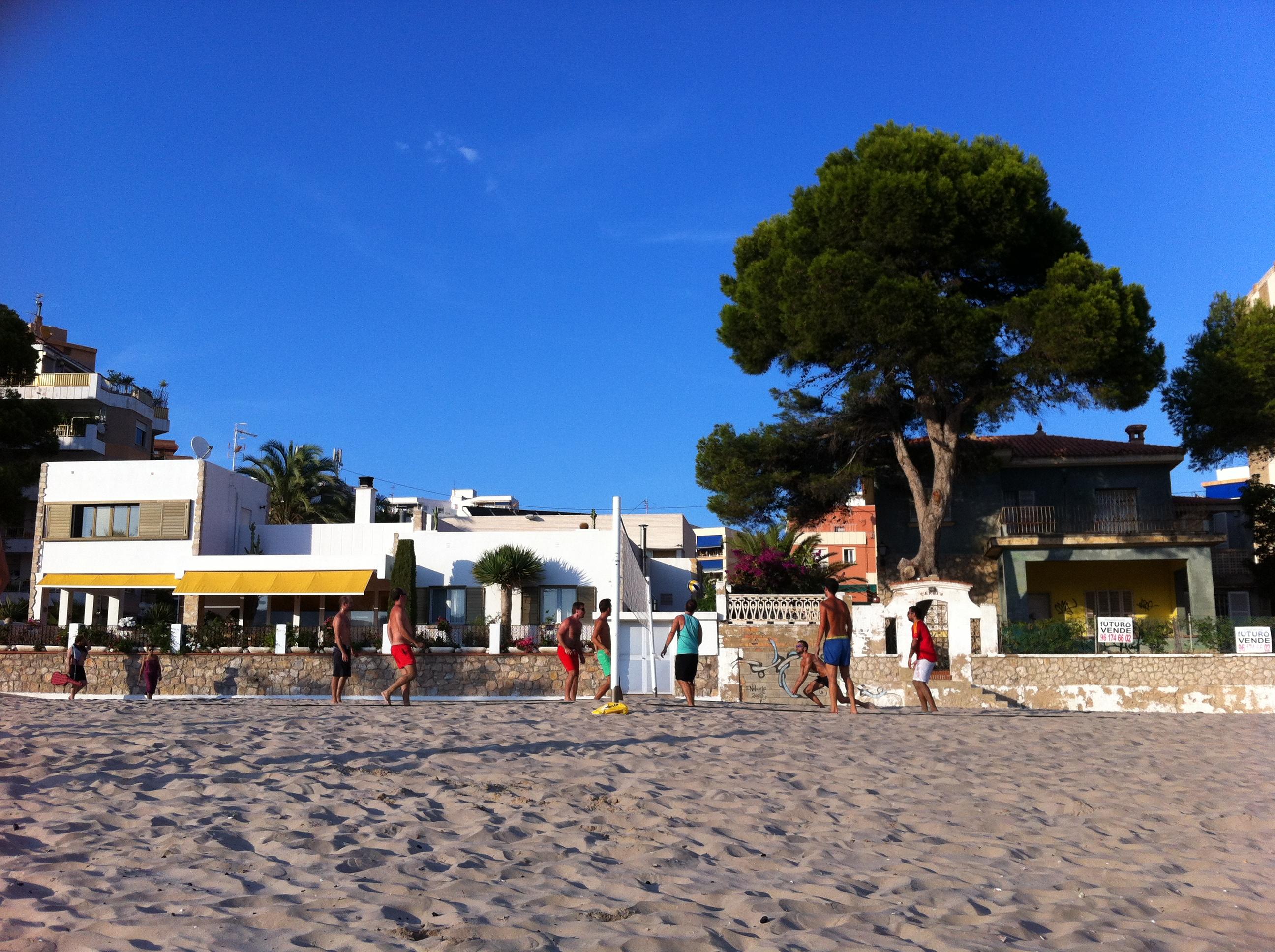 Voley en la playa de Los Olivos
