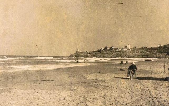 Playa del Dosser de Cullera con la costa del faro