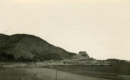 Fotografía antigua del chalet de la punta negra de Cullera