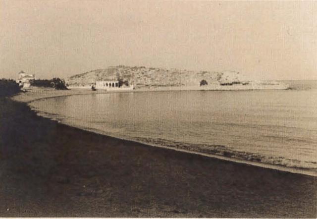 Vista de la isla de los Pensamientos de Cullera desde la playa de la Illa, actual playa de los Olivos.