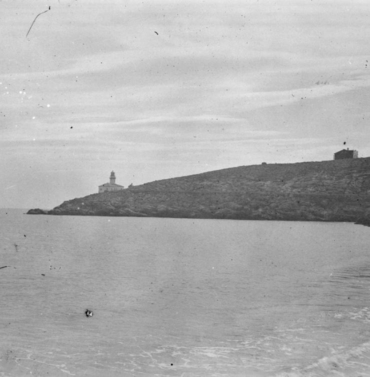 Vista del Faro de Cullera y sus acantilados a principios del siglo XX
